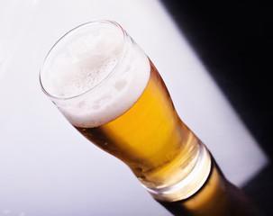 Vaso de cerveza rubia