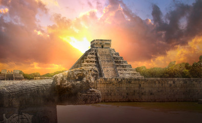 Poster Mexico Mexico, Chichen Itza, Yucatn. Mayan pyramid of Kukulcan El Castillo at sunset