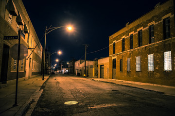 Fotomurales - Dark and scary urban industrial city district at night