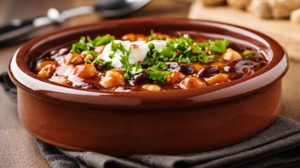 Chili mit Kichererbsen und Bohnen - Chili with chick peas and beans
