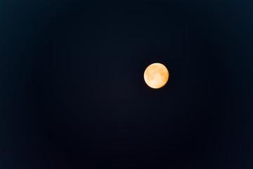 Mond, kurz nach Vollmond, bereits leicht abnehmend