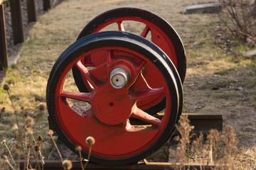 Altes Eisenbahnrad, Schienenrad, rot