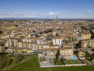 Vista area della città di Cremona, Lombardia, Italia. Cattedrale e Torrazzo di Cremona, la torre campanaria più alta d'Italia alta 112 metri