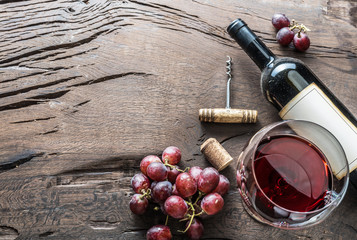 Autocollant pour porte Vin Wine glass, wine bottle and grapes on wooden background. Wine tasting.