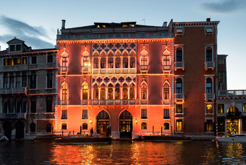 Fototapete - Illuminated building on Grand Canal at dusk, Venice