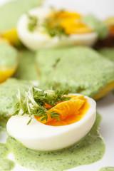 grüne Soße mit Eiern und Kartoffeln