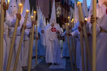 Fototapete - Semana santa de Sevilla, los penitentes
