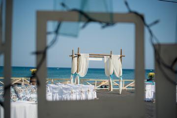 A stunning outdoor wedding ceremony