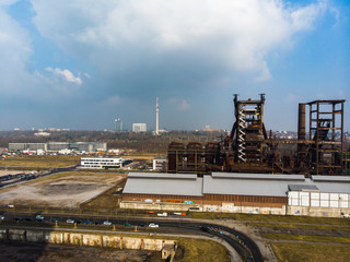 Ehemaliger Hochofen Phönix West in Dortmund, im Hintergrund die Skyline von Dortmund