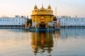 Wall Mural - Golden Temple Harmandir Sahib at sunrise. Amritsar