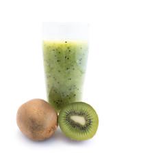 Kiwismoothie Kiwisaft saft fruchtsaft kiwi isoliert freigestellt auf weißen Hintergrund, Freisteller