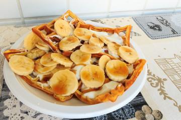 Waffle with yogurt and bananas