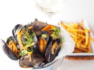moules marinières au vin blanc et frites
