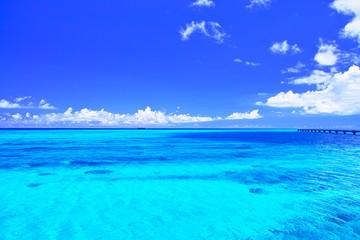 Printed roller blinds Ocean 真夏の宮古島・下地空港の誘導灯のある海