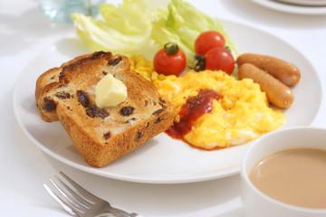 ぶどうパンの朝食