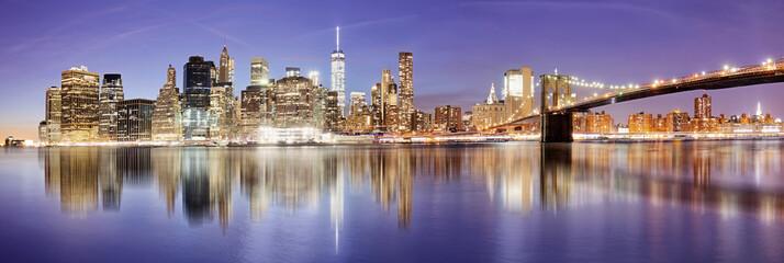 Fotomurales - New York panorama with Brooklyn bridge at night, USA