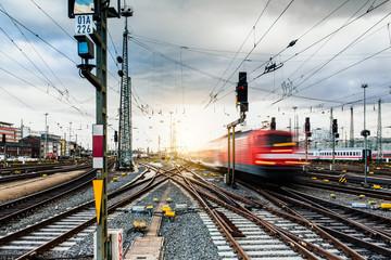 Regionalbahn verlässt Frankfurter Bahnhof