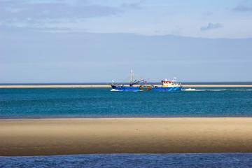 Schiff an der See