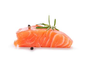 pavé de saumon sur fond blanc