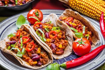 Chilli con carne und frische selbstgemachte Tortillas