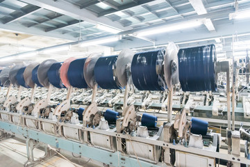 Coarse cotton factory in spinning production line and a rotating machinery and equipment production company, Rolls of industrial cotton fabric for clothing cloth textile manufacture on machine