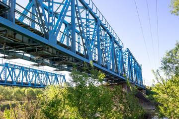 Construction of a metal railway bridge