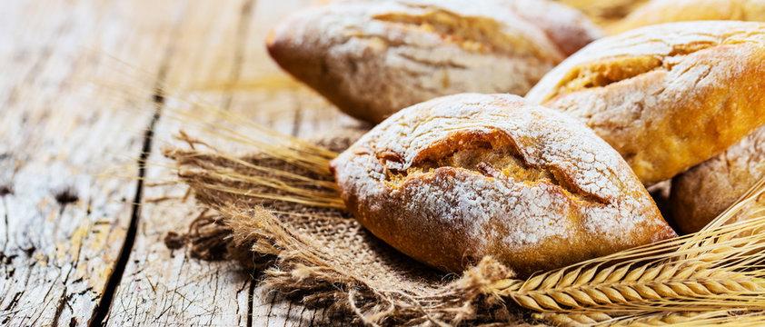 Knusprige brötchen vom Bäcker