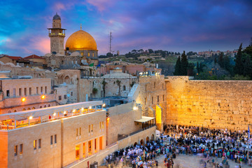 Photo sur Aluminium Moyen-Orient Jerusalem. Cityscape image of Jerusalem, Israel with Dome of the Rock and Western Wall at sunset.