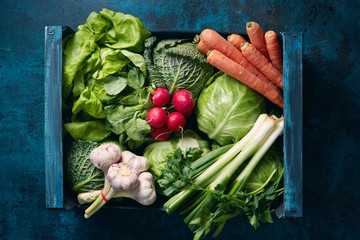 Fotorollo Gemuse Crate of organic vegetables
