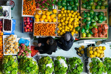 ベトナム・ハノイの市場のフルーツ売り場