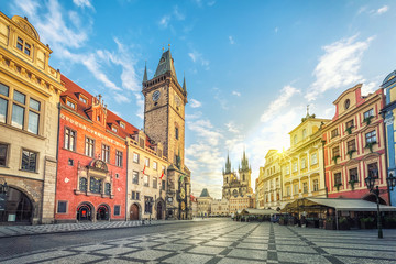 Photo sur Plexiglas Prague Old Town Hall building with clock tower on Old Town square (Staromestske namesti) in the morning, Prague, Czech Republic