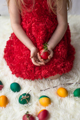 the girl's hands hold decorated Easter eggs