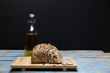 tam tahıllı ekmek ve zeytin yağı,