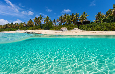 Fototapete - Picture perfect beach at Caribbean