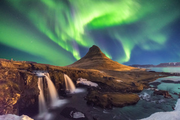 Papiers peints Aurore polaire A wonderful night with Kp 5 . Northern lights mountain Kirkjufell in Iceland.
