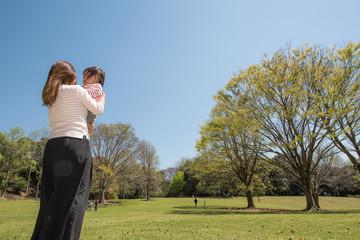 ・家族・芝生・遊ぶ