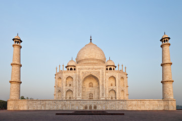 Fototapete - Taj Mahal in sunrise light