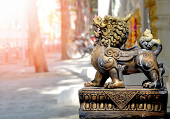 powerful chinese lion statue,guardian protector bronze lion