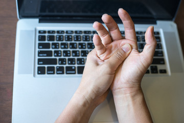 Work on the notebook Wrist pain,Hand pain,Wrist Pain