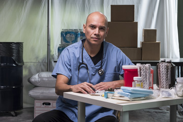 Portrait of a medical Doctor in a trauma tent Fotomurales