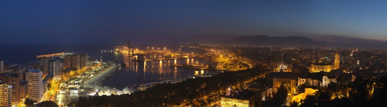 Malaga Hafen Panorama Abend