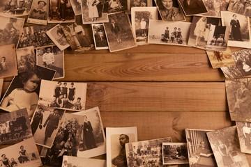 Foto antiche su vecchio tavolato con spazi per inserimento testi