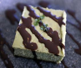 Gâteau carré pistache chocolat
