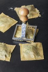 Herstellung von Spinatravioli