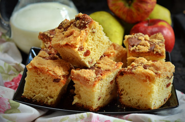 Yeast cake with crumble