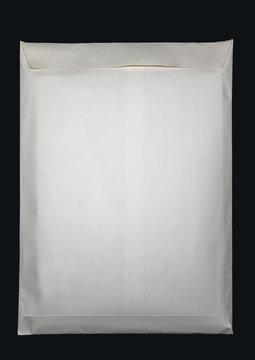 膨らんだ封筒の裏面