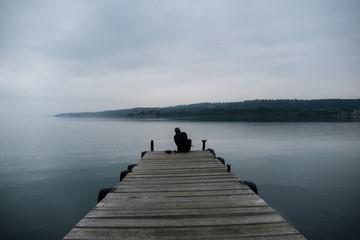 Un buzo en la completa calma del lago Villarrica