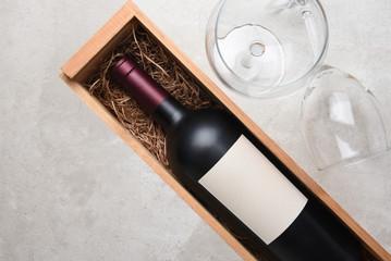Wien Bottle in wood case with glasses