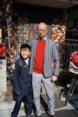 卒業式 式典 入学式 門出 アジア人 親子 少年 息子 父親