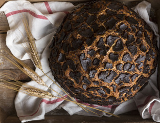ahşap kasa içinde ekmek